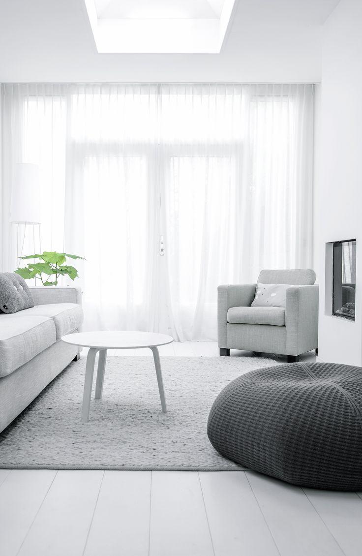 Via NordicDays.nl   Nu interieur ontwerp   White   Grey   HAY