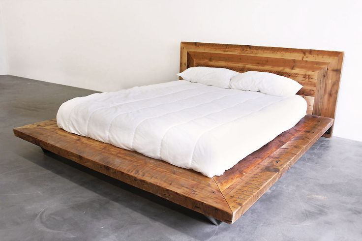 Impressionnant Lit en vieux bois de grange. Style industriel acier et bois, disponible en format double, grand et très grand. Beautiful reclaimed wood bed (Barn wood). Mix style with contemporary and industrial look. Available in double, queen and King size.