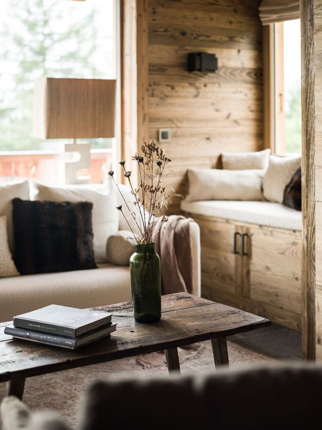 I had to share another refined rustic chalet in the mountains by the incredibly talented Marianne Tiegen. Where wood walls meet Tom Dixon Beat lights and a Mies van der Rohe Barcelona stool. And YES t