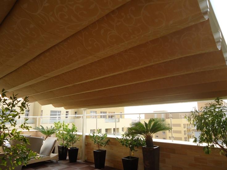 Pergole retractabile Unica 130 Gibus pentru penthouse. imagine pergola lateral. Detalii Gibus suplimentar falduri.