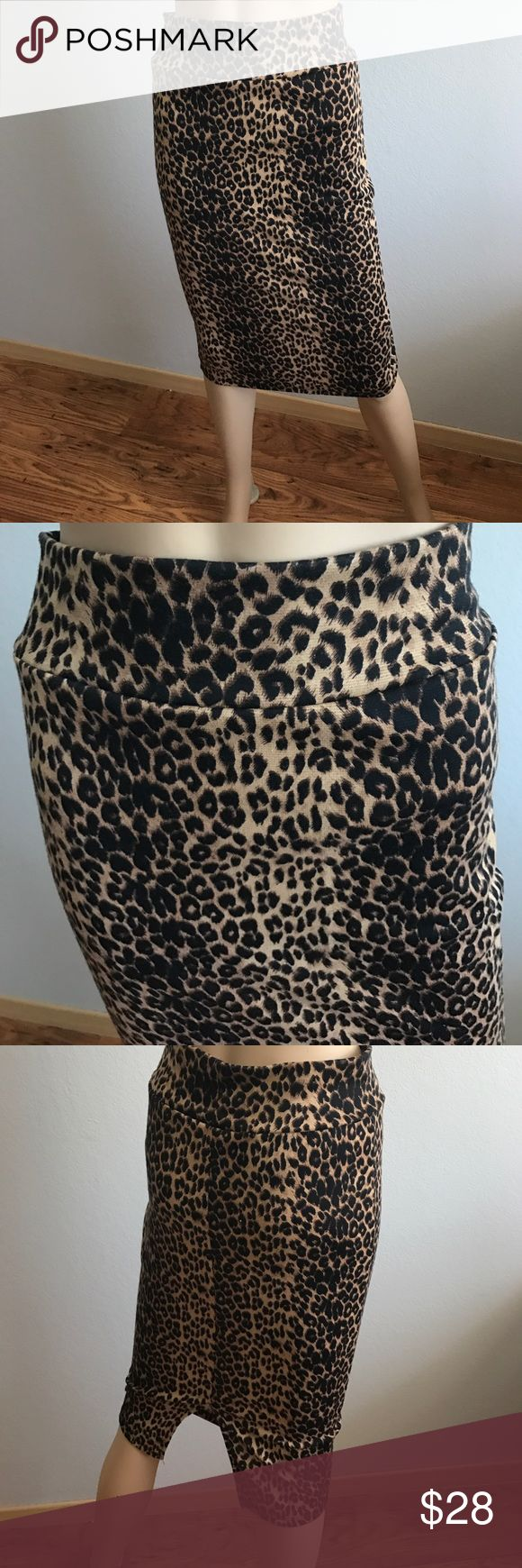 "Leopard Pencil Skirt Size L 27"" long, pencil skirt, very sexy✨size L✨27"" long scobe Skirts Pencil"