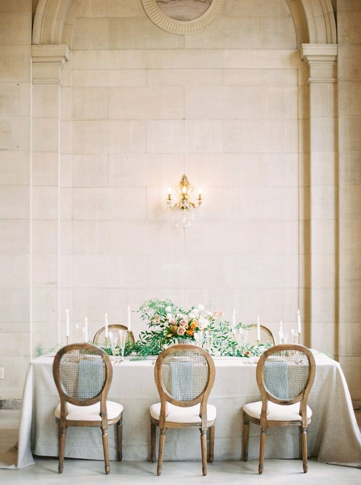 La Tavola Fine Linen Rental: Beckett Sand with Tuscany Ice Napkins | Photography: Renee Lamaire Photography, Venue: The Ariel Pearl Center, Event Planning: Oak & Honey Events, Florals: Twig Florals, Stationery: Meg Morrow Fine Paper and Design, Rentals: All Occasions Party Rental