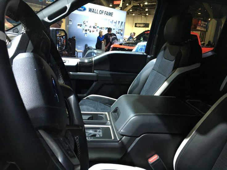 2017-ford-raptor-interior