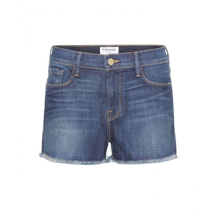 Frame - Short en denim Le Cut Off - Le short en jean est indispensable en été. Frame propose ce modèle dont le nom fait référence aux  ourlets effilochés. Impeccablement coupé, il présente une toile brute pour s'accorder à tous vos tops, blouses et t-shirts. seen @ www.mytheresa.com