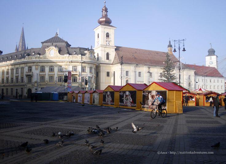 Piazza Grande di Sibiu Romania http://matrioskadventures.com/2014/12/01/il-pittoresco-mercatino-di-natale-di-sibiu-romania/