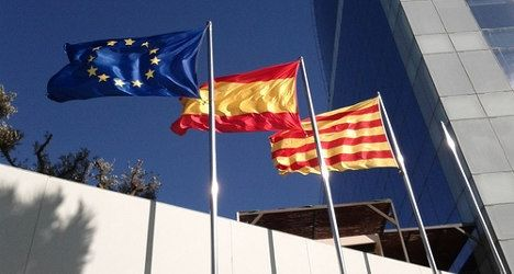 Spanish book takes Catalonia fight overseas - The Local. Spain's foreign ministry plans to take the battle against Catalan independence onto the international stage by distributing a pro-unity book to all of its embassies and consulates worldwide. The 210-page book is designed to refute the argument put forward by pro-independence Catalans, El País reported on Monday. Titled In Favour of Democractic Coexistence, the book is modelled on the UK government's Better Together campaign.