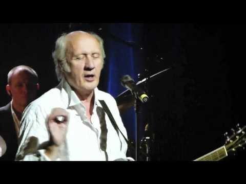 Hermann van Veen spielt und singt im Friedrichstadtpalast Berlin. Begleitung: Edith Leerkes