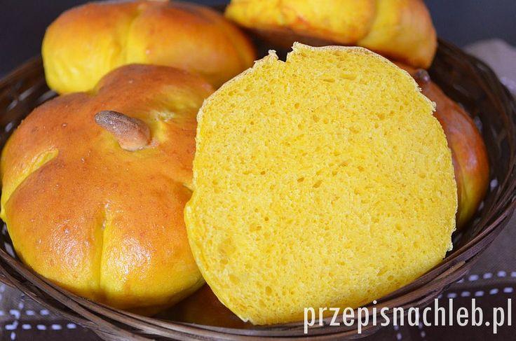 Bułki dyniowe. Miękkie i delikatne, intensywnie pomarańczowe bułki dyniowe. Bardzo łatwe do przygotowania – zwłaszcza w sezonie dyniowym :). Najlepiej użyć dyni o intensywnym kolorze i przygotować z niej gęste puree. Sam smak dyni jest jedynie delikatnie wyczuwalny, za to ten kolor – po prostu piękny! Dodatkowo można im nadać kształt dyni. Polecam. Składniki *Puree […]
