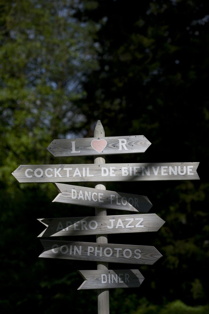 Panneaux directionnels  ©Les productions de la Fabrik-Mariage-Oise-Abbaye-leblogdemadamec.fr