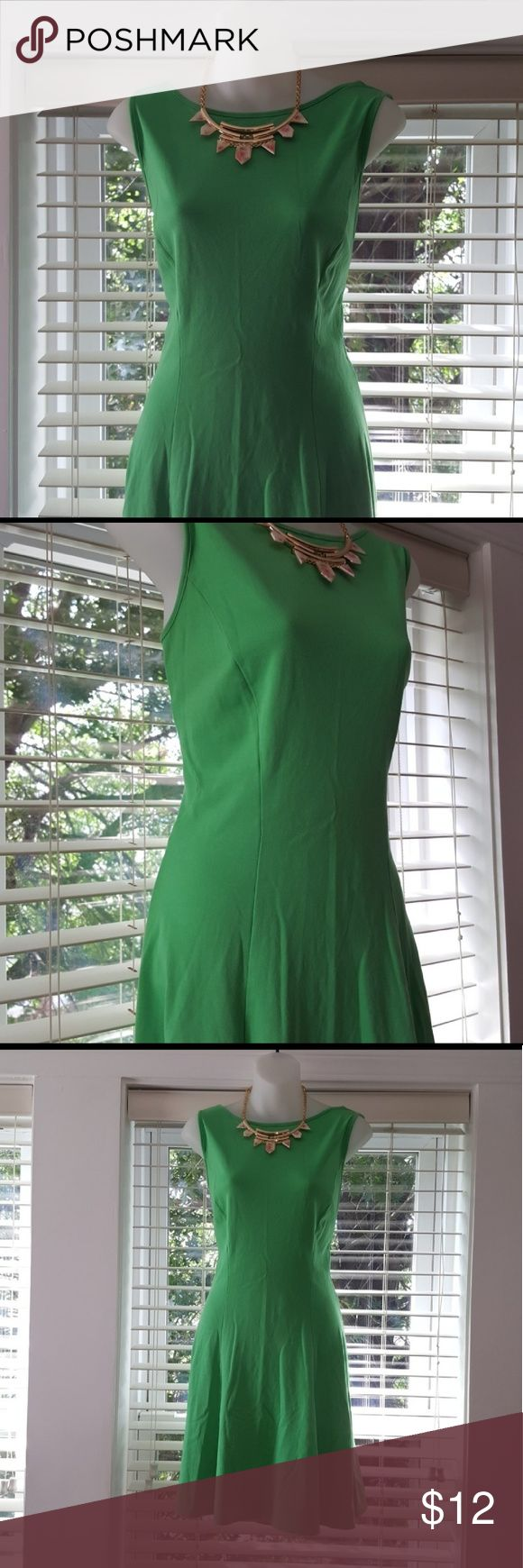 Kelly green dress Only worn a couple times & in great condition! New York & Company Dresses Midi