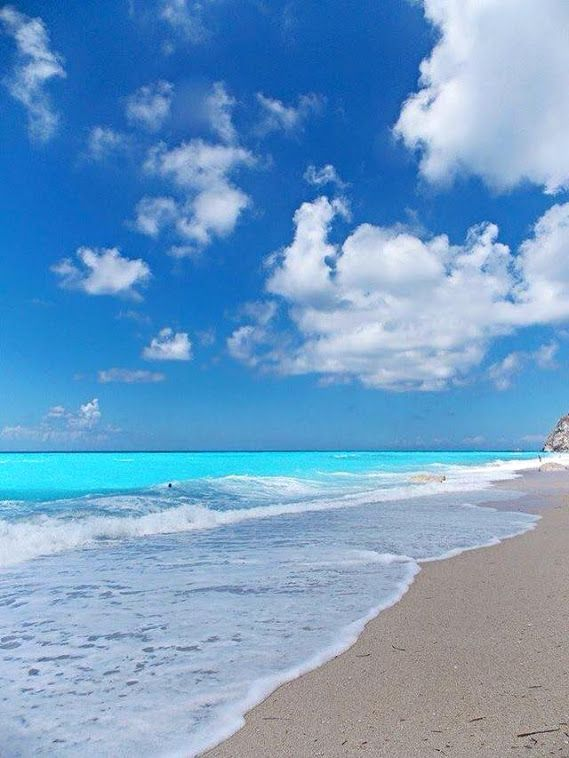 Playa de Egremni, en la costa oeste de la isla de Lefkada, considerada una de las mejores playas de toda Grecia.