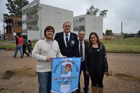 ambién estuvieron presentes en el acto del Día de Malvins. En la foto junto de dos Héroes nacionales, uno de ellos Héctor Bollo Presidente del Centro de Veteranos de Malvinas