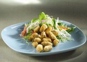 Frisse salade met gepaneerde mosseltjes