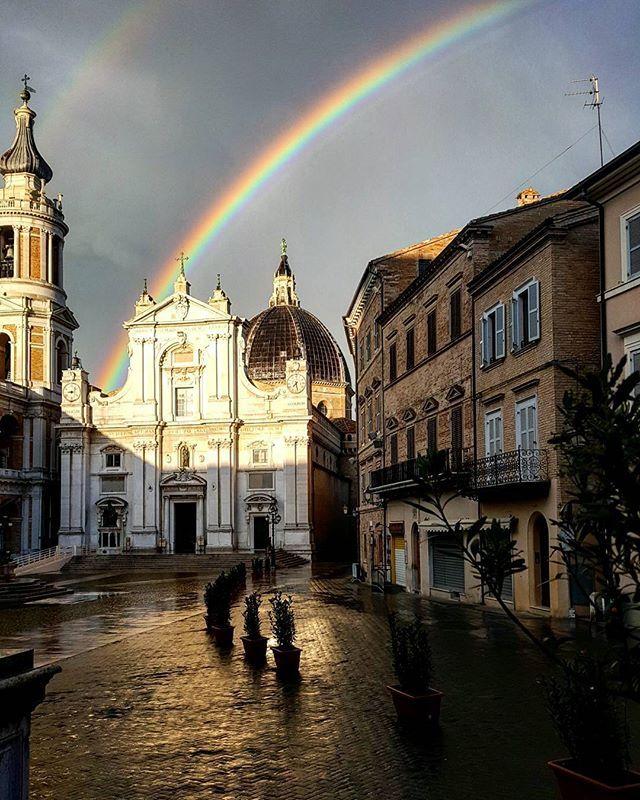 A #rainbow illuminates the #sky above the #Sanctuaryofloreto. ❤ #SantuariodiLoreto #arcobaleno #SantaCasadiLoreto #Virgolauretana #VergineMaria #MadonnadiLoreto #Giubileo #GiubileodellaMisericordia #papaFrancesco #JubileeofMercy #Jubilee #popeFrancis #pellegrini #JubileodelaMisericordia #Jubileo #JubilédelaMiséricorde #Jubilé #Loretoturismo #JubiläumderBarmherzigkeit #Jubiläum #Vialauretana #camminilauretani #Loretoturismo (ph by Giulia Marsili)