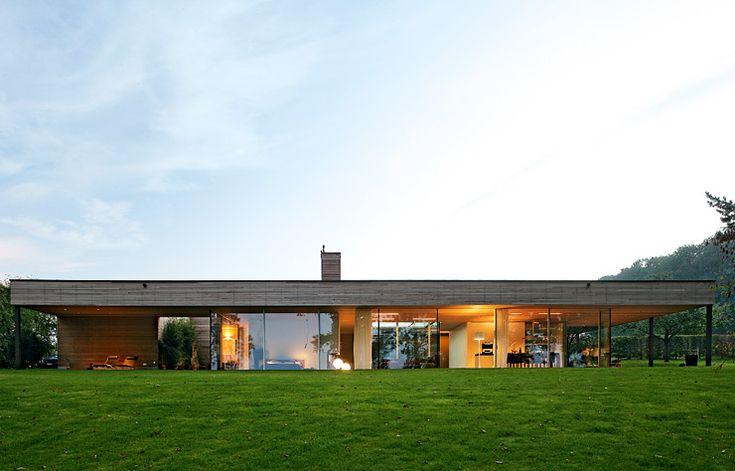 Flachdachbungalow Modern architektenhäuser bungalow aus holz und glas bungalow ground
