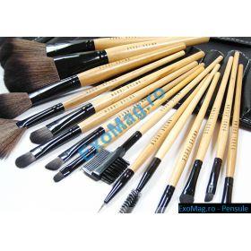 Trusa 15 pensule makeup HQ Bobbi Brown - http://exomag.ro/pensule-machiaj-profesionale-makeup/trusa-15-pensule-machiaj-profesionale-bobbi-brown-par-natural-hq.html