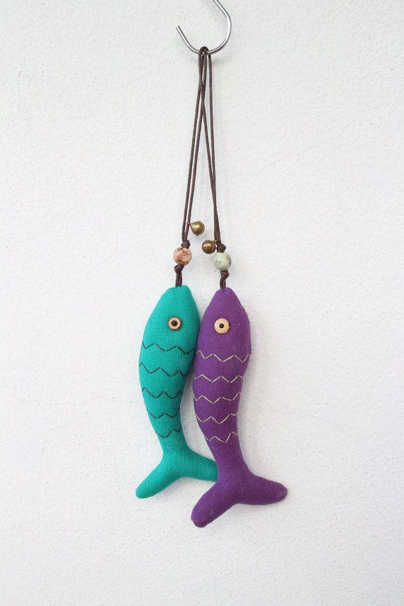 Paire de requin suspendu / w de décoration à la main à coudre, pierres, grelots, perles, poisson, porte-clés, porte-clés, violet, Turquoise