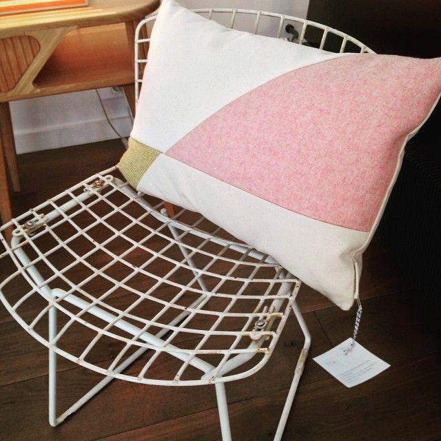 Coussin Juliette Beaupin Magnifique ! #flashdesignstore #ddays #espace108 #design #interior #interiordesign #architecture #instadeco #bienvujacqueline