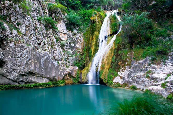 diaforetiko.gr : Η «Γαλάζια Λίμνη» της Ελλάδας – Ο εξωτικός παράδεισος με τις φυσικές πισίνες, τις λίμνες και τους καταρράκτες στην καρδιά της Πελοποννήσου