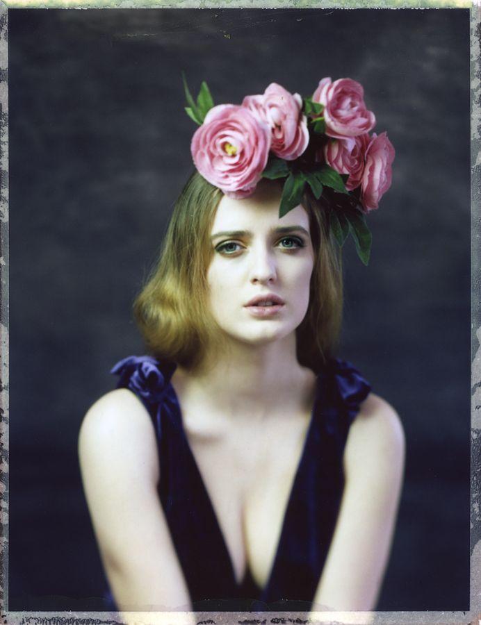 model: Kasia mua: Viola Mietlicka analog large format photography sinarcamera 4x5 instant film Fujifilm FP-100C