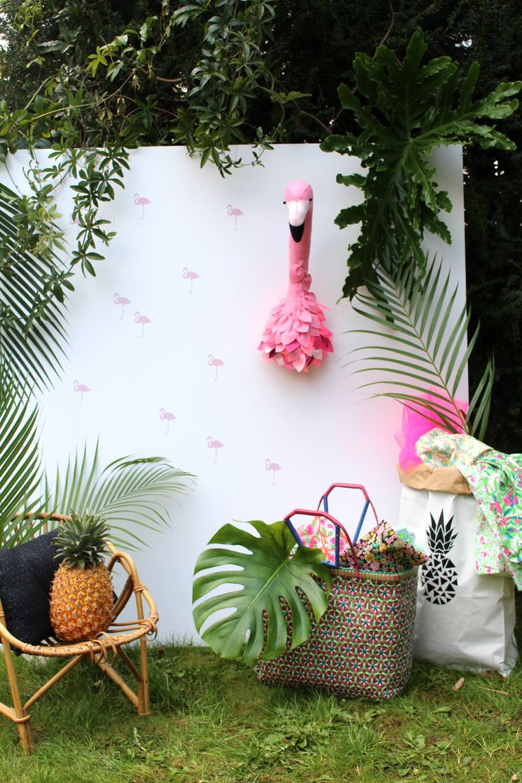 décor tropical jungle sur le blog Maayle Chic http://maaylechic.blogspot.com trophée flamand rose / sac ananas / diy / déco enfant / déco kid