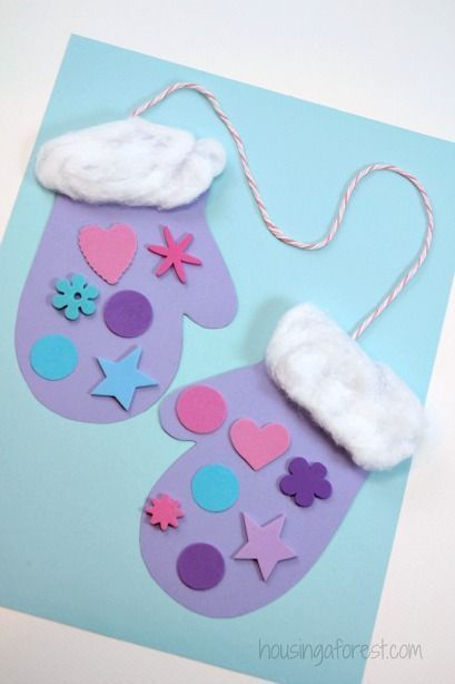 These cute Christmas mittens are an easy craft for your preschooler to create - use it for a card or a decoration!