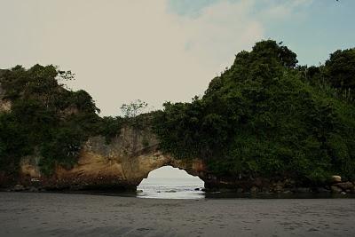 Arco Natural del Morro - Costa Pacifica Colombiana  Tumaco (Colombia)  mas paisajes en http://sergiosognatore.blogspot.com/
