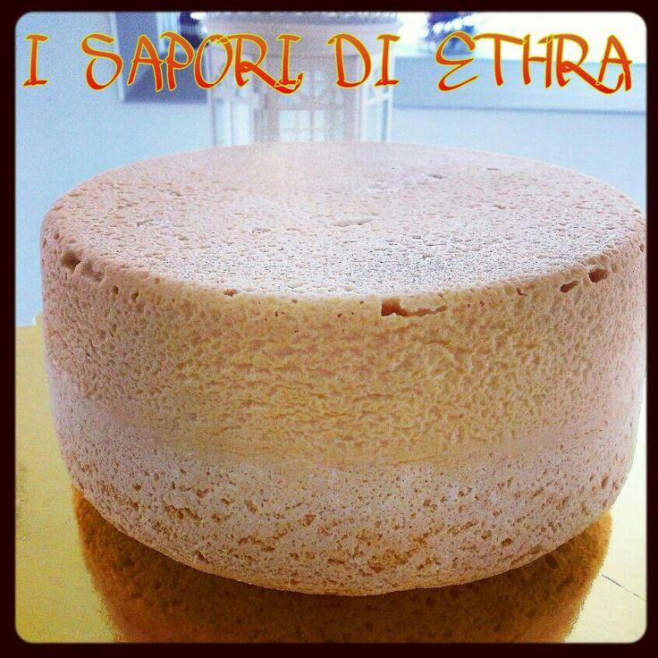 Il pan di Spagna alto e soffice è la ricetta indispensabile per creare torte spettacolari, da farcire con golose creme e ricoprire con la pasta di