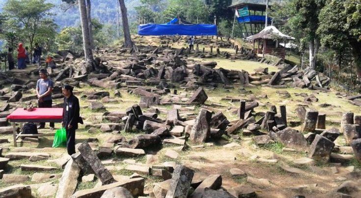 Gunung Padang, salah satu situs megalitikum Indonesia di Cianjur, Jawa Barat TEMANGGUNG – Pemerintah Belanda bakal mengembalikan sebanyak 14.000 artefak kuno ke Indonesia yang selama ini tersimpan ...