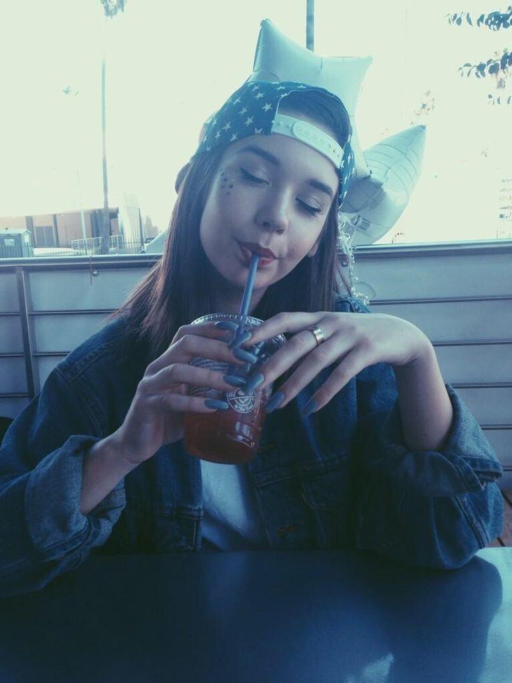 ( FC: AMANDA STEELE ) Hi I'm June, I like Starbucks and skateboarding. Introduce?