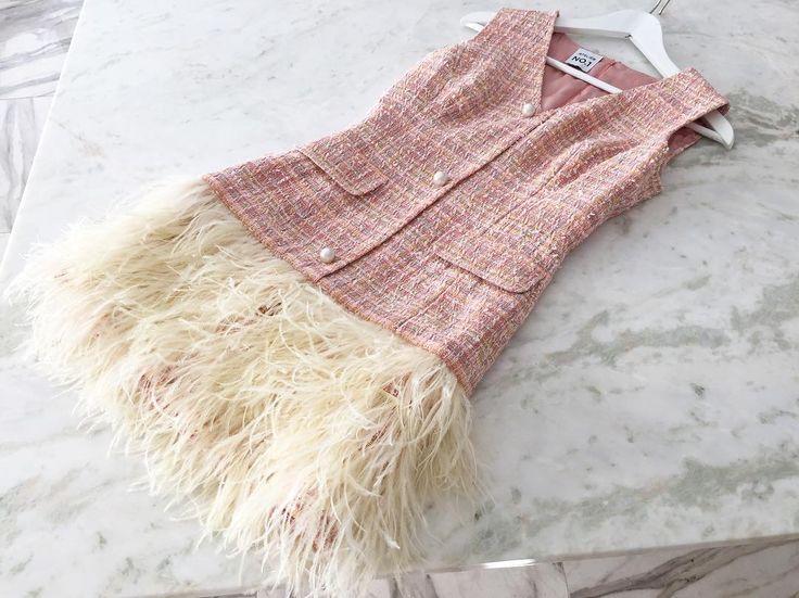 Силуэтное платье из французского букле с подкладом из натурального шелка и декором из страусиных перьев и жемчуга. Великолепно! ------ для заказа: +79217761216 (what's app), ateliernumber1@gmail.com  #ателье #ательемск #ательеспб #пошив #пошивплатья #портной #платье #швея #юбка #ткани #шелк #atelier  #fashion #style #trendy #dress #couture #hautecouture #tailor #sewing #назаказ #пальто  #кашемир #шерсть #wool #cashmere #кружево  #solstiss #кожанаякуртка #косуха