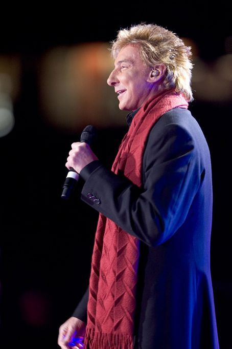 barry manilow photos 2009 | Barry Manilow Live – Christmas in Rockefeller Center (2009 ...