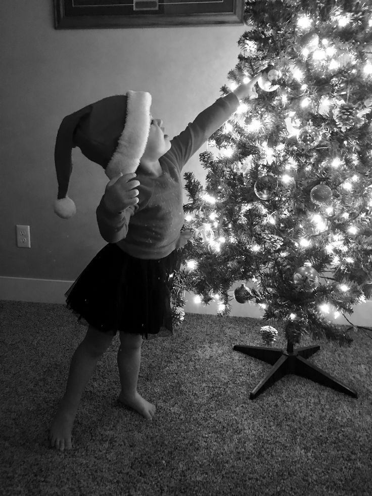 Toddler Christmas photography #christmas #photography #ideas #girl #girls #little #christmastree  #black&white #lights #tree #hat