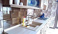 Кухонный фартук из тонированного стекла под бронзу на креплениях., цена от 520 грн./кв.м, купить Вишнёвое — Prom.ua (ID#416156502)