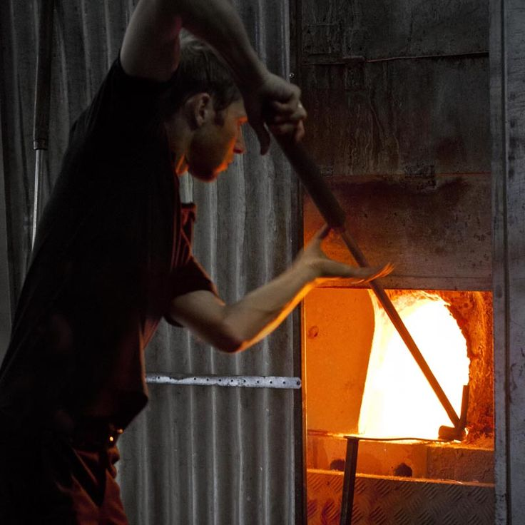 Glass blower at Målers Glassworks.