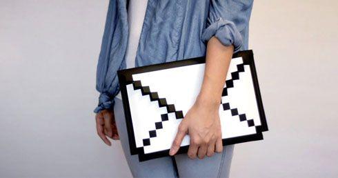インパクト抜群! ドット絵風な8ビットiPadケース【8-Bit Sleeve】 - インテリアハック