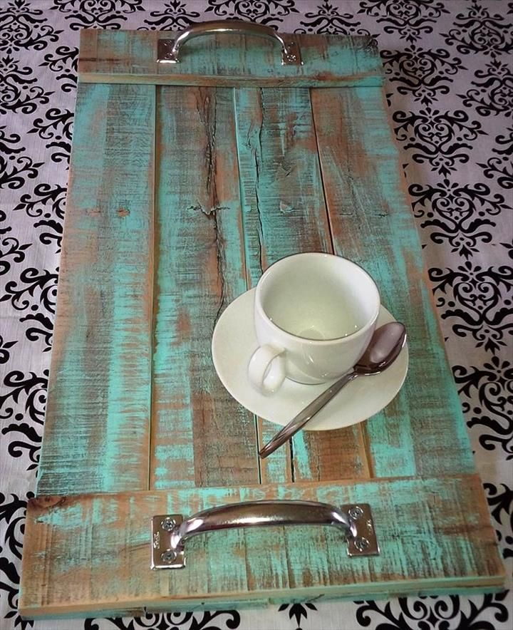 DIY Upcycled Pallet Serving Tray | 101 Pallet Ideas