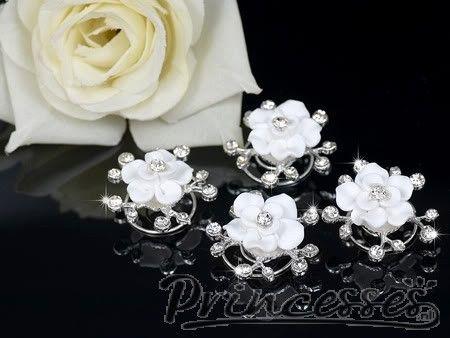 Prachtige curlies van echt zilver, met diamanten steentjes en mooie witte bloemen!  Deze mooie curlies zullen je prachtig staan en een sprookjesachtige gevoel geven. http://www.princesses.nl/curlies-bloemen-sprookjesachtig-diamanten-haaraccesoires?___SID=U