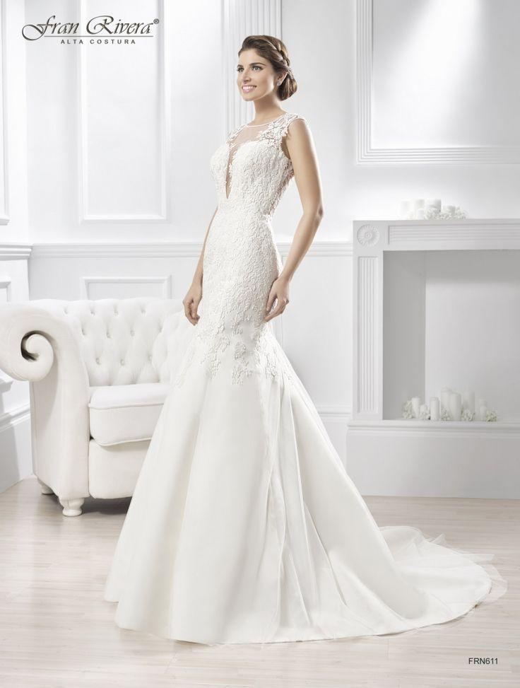 FRN611 Vestido para novia realizado en tul bordado, espalda bordada en forma de corazón transparente, corte sirena, cuello redondo con escote en V profundo.