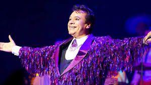 Alberto Aguilera Valadez, más conocido como Juan Gabriel (Parácuaro, Michoacán, 7 de enero de 1950-Santa Mónica, California, Estados Unidos, 28 de agosto de 2016), fue un cantautor, actor, compositor, intérprete, músico, productor discográfico y filántropo mexicano, conocido también con el apodo de «el divo de Juárez».