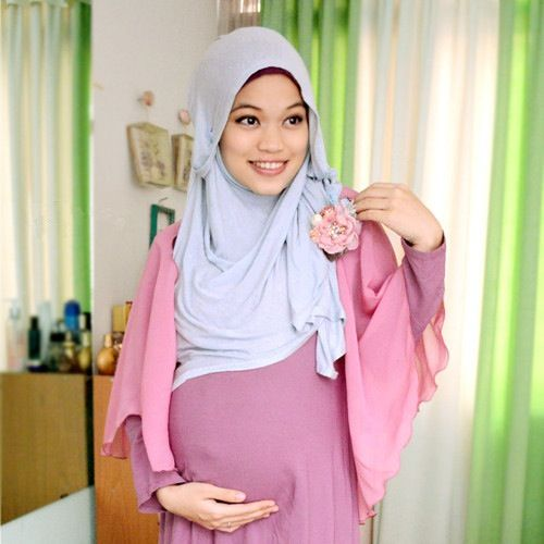 A few ideas to follow on what to wear while being pregnant and still wanting to close up and wear hijab...