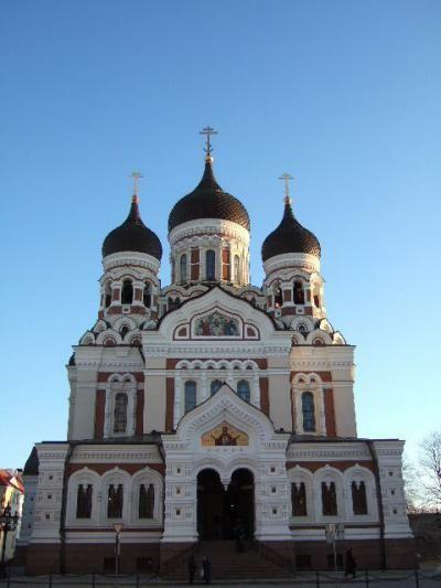 貧血騒動から始まった極寒バルト三国の旅もいよいよ終盤!!<br /><br />無事最終目的地エストニアの首都タリンにたどり着き、楽しみにしてたま~るい屋根のアレクサンドル・ネフスキー聖堂を目の前に感激するムーラン。<br /><br />バルト三国は、20年前ソ連だったとは思えないほどフツーのヨーロッパでした。まぁ、ソ連には行ったことないから社会主義国のイメージでしかないけれど…<br /><br />治安の悪さも全く感じることなく、かわいらしい街並みが記憶に残る三ヵ国でした☆<br /><br />ただ…間違いなくベストシーズンは夏でしょう(笑)