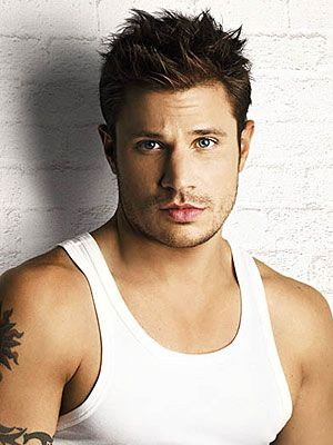 love them lips... Nick Lachey!! my ex-fiancé looked like him & I let him go... Why??!!! lol