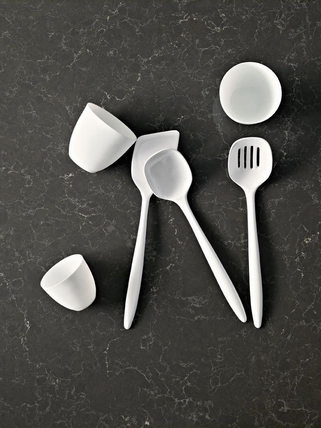 Black and white minimalism with 5003 Piatra Grey - Caesarstone®