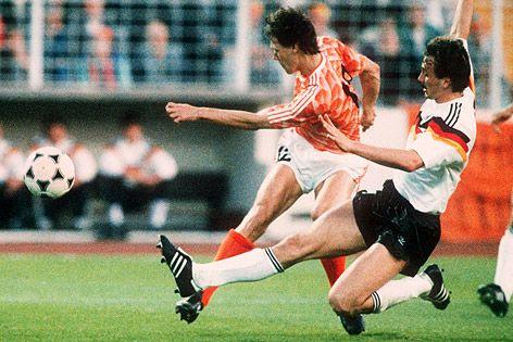 EM 1988-Halbfinale-Deutschland-Holland 1:2- Der K.O.Schuß von van Basten