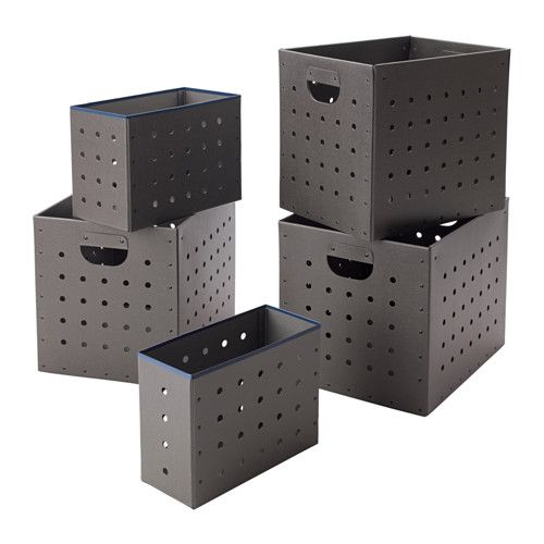 IKEA - IKEA PS 2017, ボックス5点セット, 持ち手用の穴を開けた頑丈なボックス。引き出して持ち上げるのが簡単ですボックス側面にデコラティブな穴を開け通気性を高めているので、予備の枕や布団の収納にも適しています