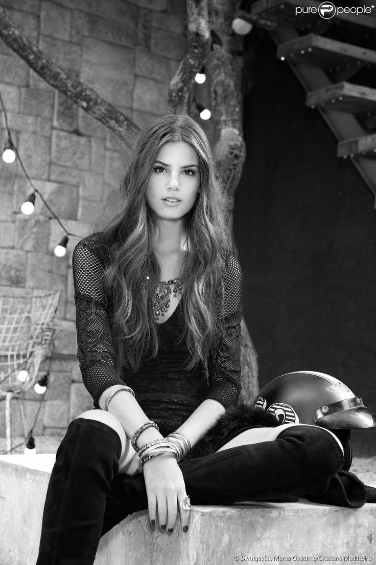 Camila Queiroz estrelou a campanha outono/inverno da marca Costume antes de protagonizar a novela 'Verdades Secretas' da Globo