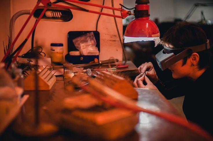 Rezultatul eforturilor exprimate sub forma a numeroase ore de muncă, este redat acum atât de frumos prin intermediul unei colecții de bijuterii unice în lume. http://sabion.ro/shop/