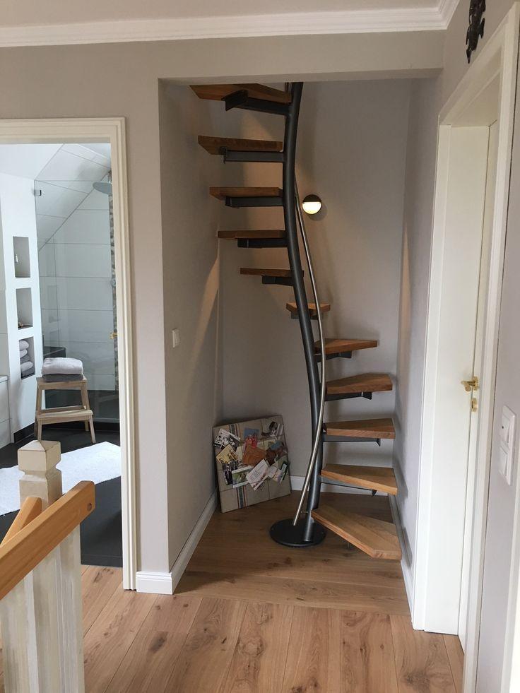 Eine platzsparende Treppe braucht nicht viel Platz, da hier nur 1×1 Meter Grundflä …