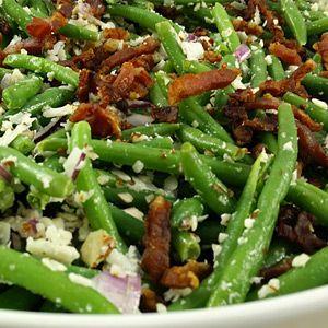 Der findes mange skønne salater, som man kan tilberede, alt efter hvilketmåltid man kaster sig ud i.Bønnesalat med bacon er salaternes universalnøgle. Bønnesalat med bacon er en fantastisk skøn salat, som både mætter, smager af noget og fremfor alt kan bruges til et utal af forskellige måltider. Bønnesalat med bacon er en rigtig nem og…